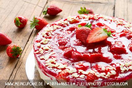 Erdbeer-Obsttorte mit Tortenring gebacken